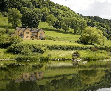Cotswold house in a romantic setting