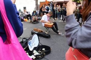 Street entertainer on the Royal Mile, Edinburgh Fringe (photo credit Abigail Robinson)