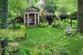 highgrove-garden-the-temple-garden-with-goddess-of-the-wood