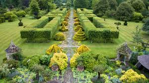 highgrove-garden-the-thyme-walk